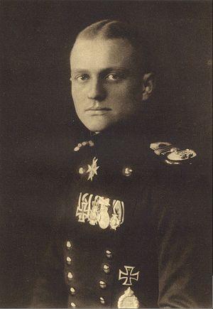 Manfred-Albrecht-Freiherr-von-Richthofen-2-May-1892-21-April-1918-celebrities-who-died-young-30368735-300-435